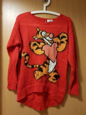 roter Pullover mit Comicaufdruck