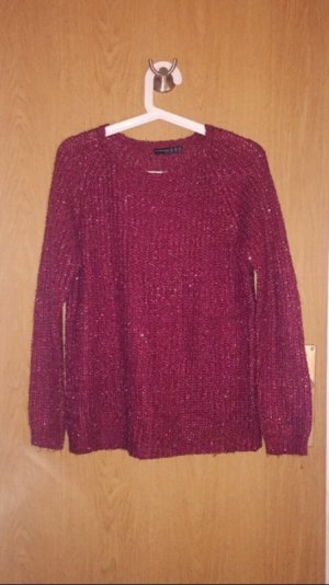 Roter Pullover mit Pailletten