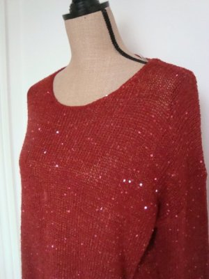 roter Pullover mit Pailletten