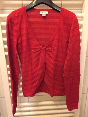 Roter Pullover, raffiniert
