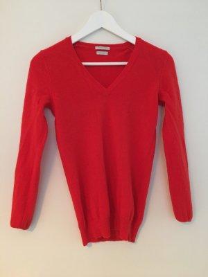 Roter Pullover von Benetton