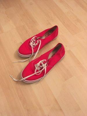Roter Stoffschuh von Vans