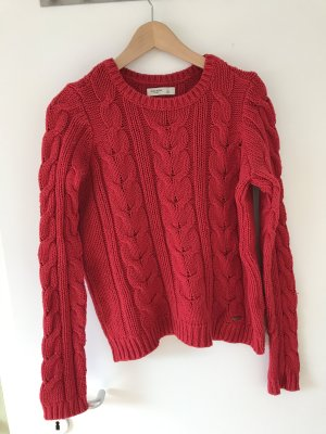 Roter Strickpullover von Gilly Hicks