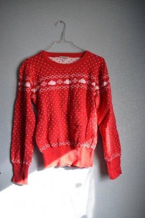Roter Weihnachtspullover