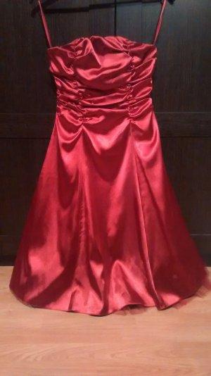 Rotes Abendkleid für besondere Anlässe