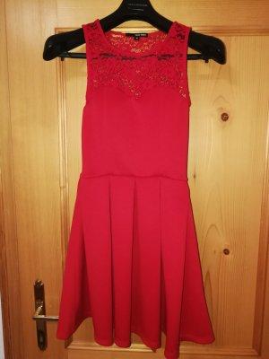 rotes Abendkleid mit Spitzentop