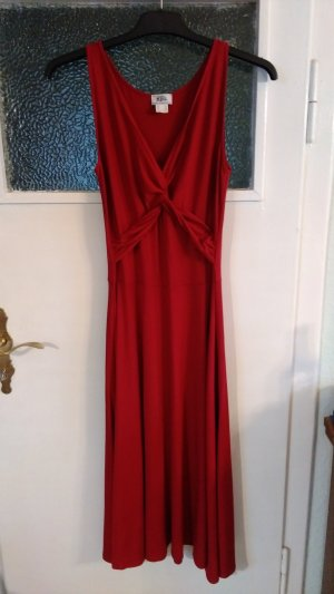 Rotes Abendkleid mit Wicklung