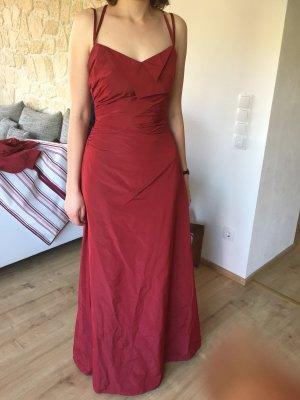 Rotes Abendkleid und Blazer