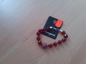"rotes Armband von ""Madonna"""