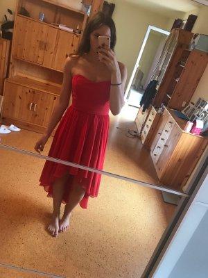 Rotes Ballkleid von Swing