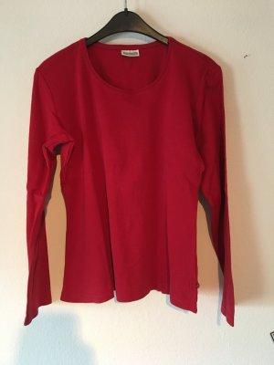 rotes Basicshirt
