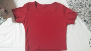 rotes bauchfreies shirt