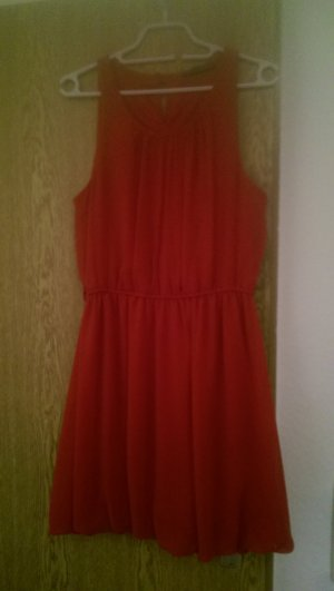 Rotes blickdichtes Chiffonkleid