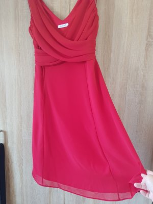 Rotes Chiffonkleid