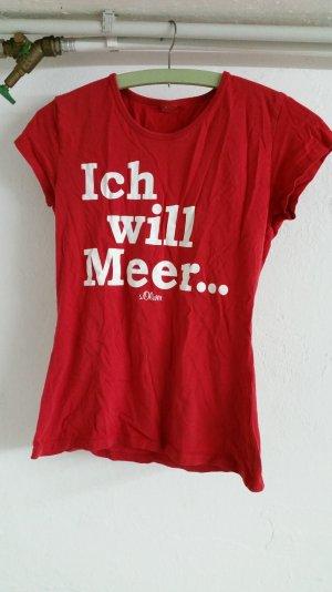 Rotes damen T-shirt.
