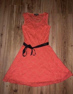 Rotes Damenkleid von Morgan