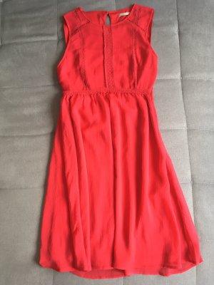 Rotes doppellagiges Kleid