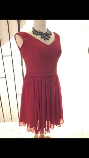 Rotes eDressit-Kleid