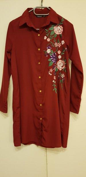 Rotes Hemdkleid mit Blumenstickerei