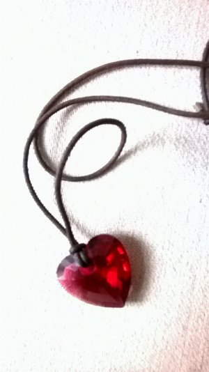 Rotes Herz Swarowski mit originalem Schnürband