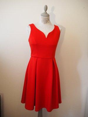 Robe avec jupon rouge