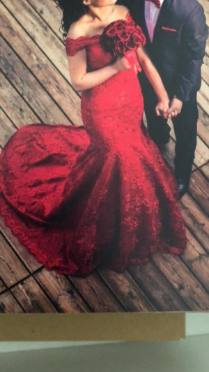 rotes Kleid für Verlobung Polterabend mit Schleppe