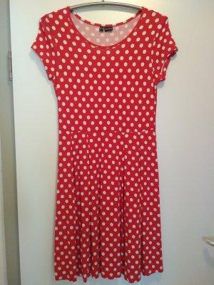 Rotes Kleid mit Polka Dots
