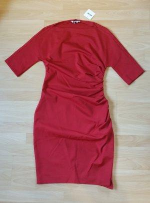 Rotes Kleid mit Raffungen von Moschino