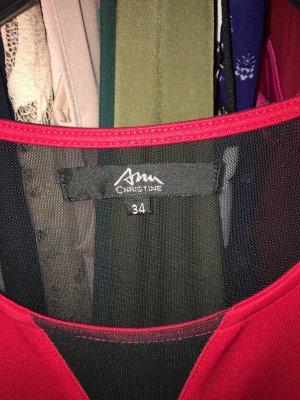 Rotes Kleid mit transparent