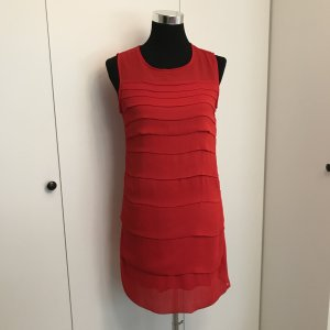 Rotes Kleid Mit Volant