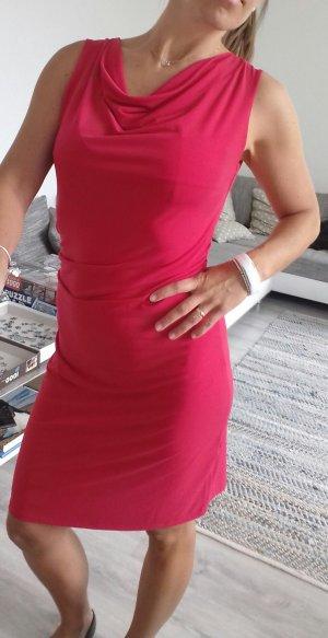 Rotes Kleid schlicht und chic