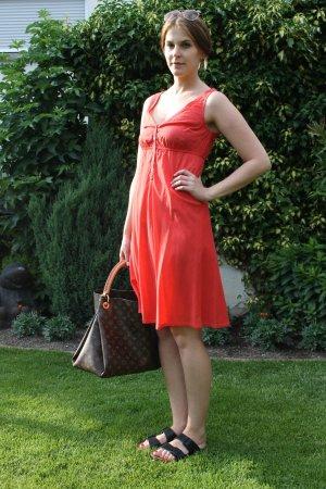 Rotes Kleid von H&M mit Knopfleiste