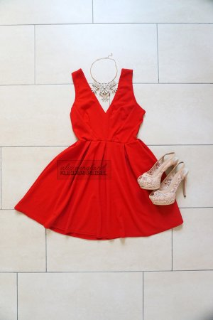 Rotes Kleid von TFNC London