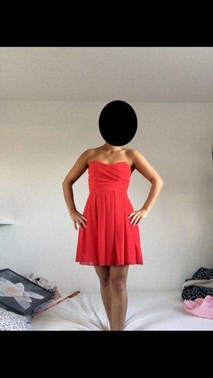 Rotes Kleid von TFNC London, trägerlos, Größe S
