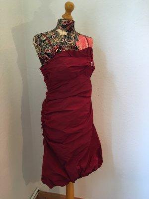 Rotes Kleid von Vera Mont