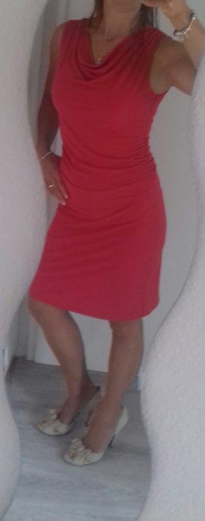 rotes koktailkleid kleid