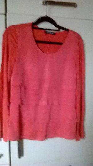 rotes Langarm-Shirt mit Stufenschnitt auf der Vorderseite