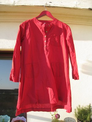 Rotes Leinenkleid