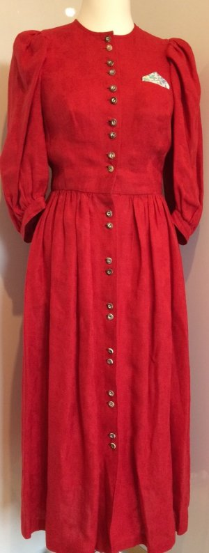 Rotes Leinenkleid im Landhausstil