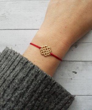rotes Makramee Armband mit goldenem Verbinder. NEU und größenverstellbar
