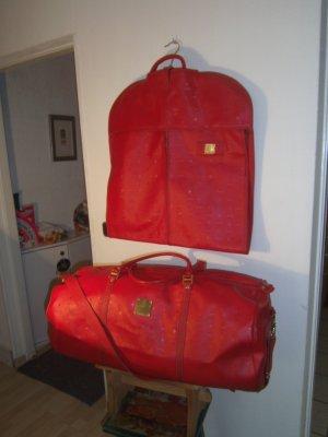 Rotes MCM Reisegepäck