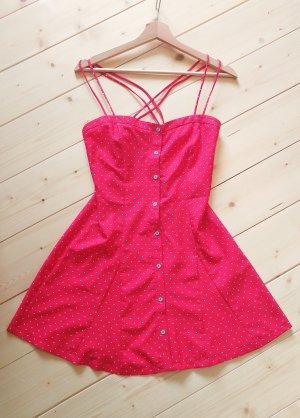 Rotes Mini-Kleid mit kleinen Herzchen