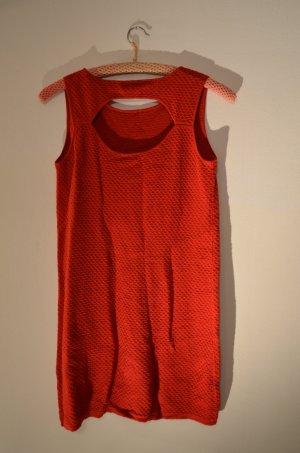 Rotes Mini-Kleid mit Rücken-Cut Out