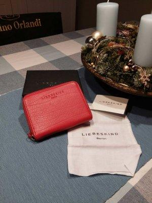rotes Portemonnaie aus Leder
