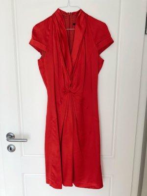 Rotes Seidenkleid von BOSS