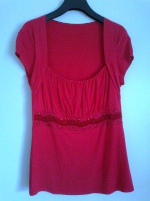 Rotes Shirt mit raffiniertem Ausschnitt und Perlenverzierung in Gr. 38