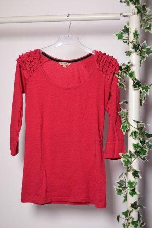 Rotes Shirt mit Rüschen