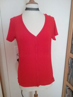 Rotes Shirt mit V-Ausschnitt