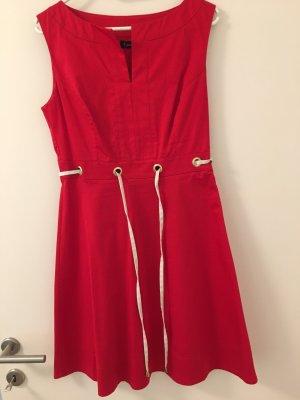 Rotes Sommerkleid mit A-Linien Rock