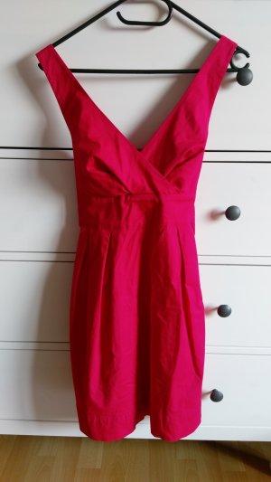 rotes Sommerkleid mit Dekolleté